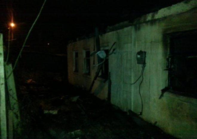 В итоге возгорания дома наулице Комсомольской города Оренбурга умер человек